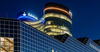 Elektronische Rechnungsstellungslösung von TIE Kinetix für Niederlandes zweitgrößte Bank ( Foto: Shutterstock-Mike van Schoonderwalt )